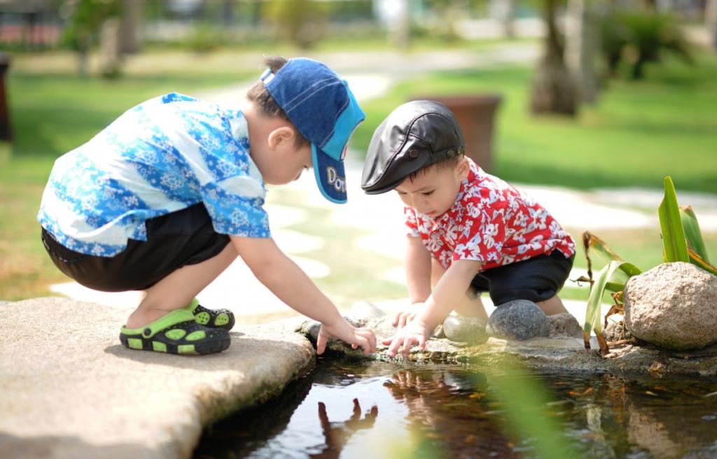 4 juegos al aire libre para niños Sanitas Promo Salud